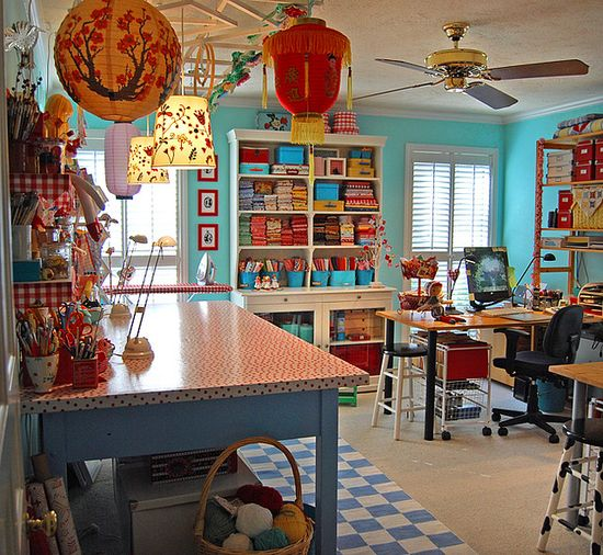 I would love to have a craft room like this.....