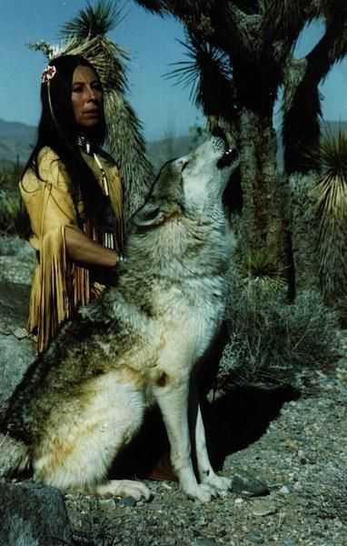 Native American Wolf Handler.... just beautiful!!!;)