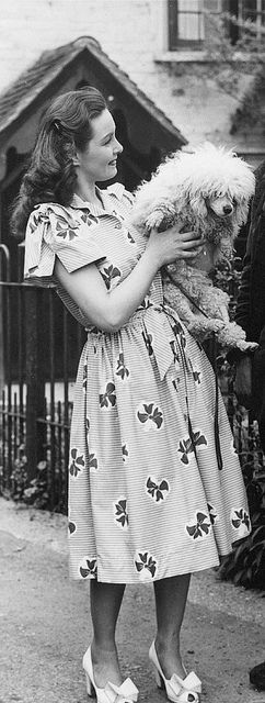 Actress Patricia Roc (and a preciously adorable shaggy friend) looking cute as a button in a cotton bow print Horrockses  summer dress. #vintage #actress #dress #fashion #dog #cute #bow