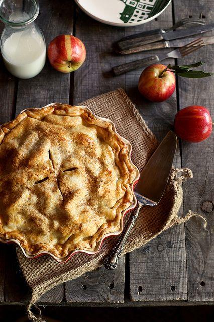 apple cider caramel apple pie from honey & jam. good gracious.