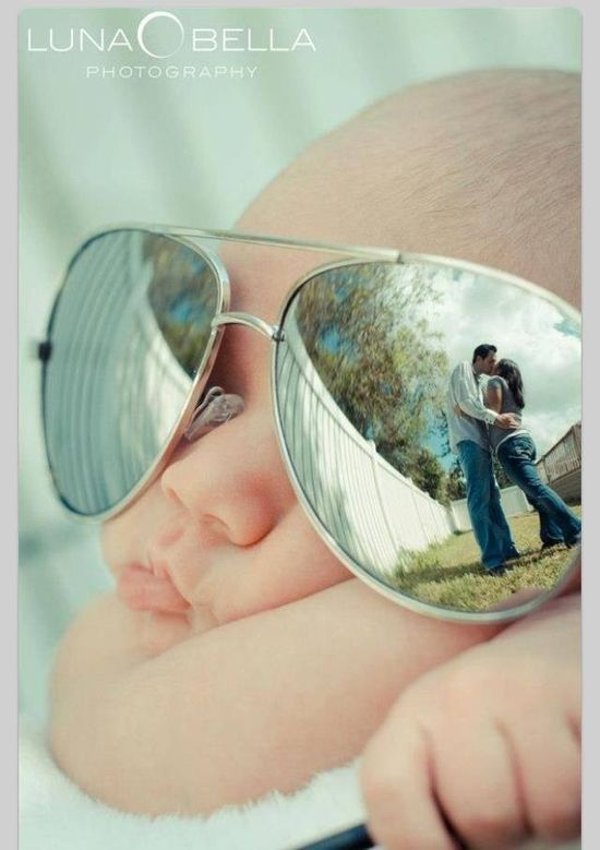 This is such a cute idea for a baby photo!