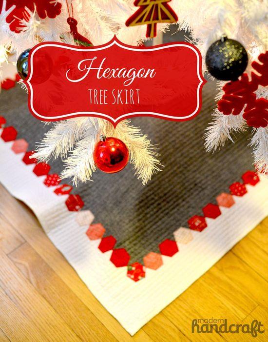 Hexagon Tree Skirt - Tutorial www.modernhandcra...  Christmas Decor
