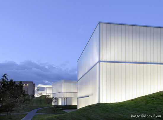 Promenade with the light boxes over the landscape, the Nelson-Atkins Museum of Art by Steven Holl Architects #architecture