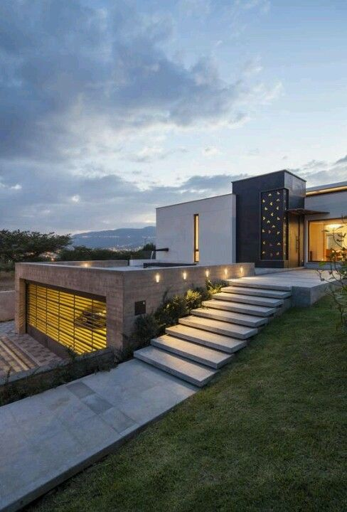 contemporary minimalist structure mixed yet monolithic faces multiple layers emphasizing levels of house