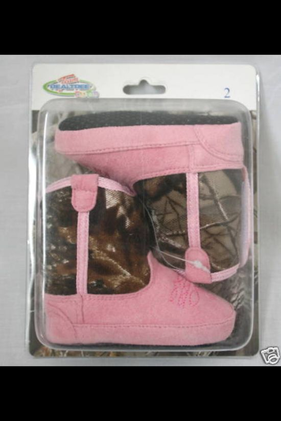 Baby girl camo boots, perfect for our lil cowgirl ?