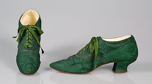 Yes to Green Silk Oxfords, 1900-1910