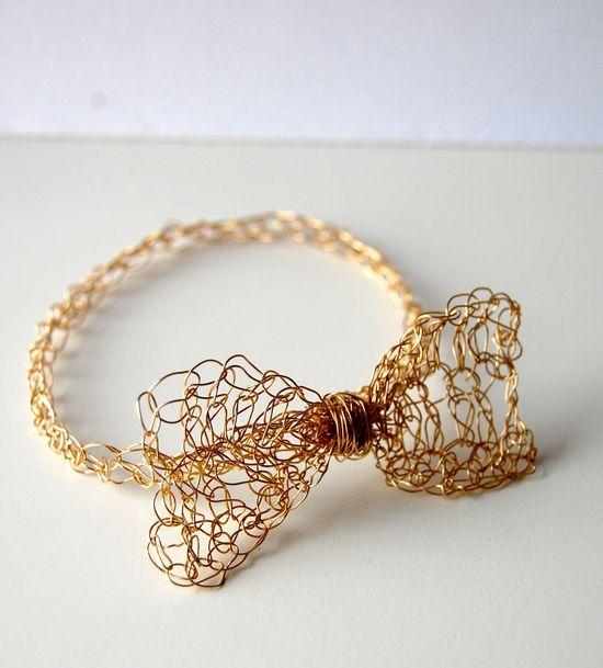 Easy Gold Crochet Bow Bracelet - Tutorial