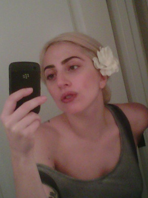 Lady Gaga and eight other celebs without makeup. - Good for them!
