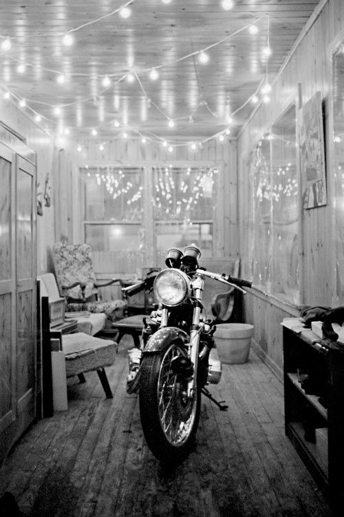 Good room with cafe racer