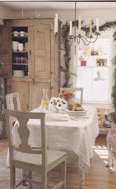 Desert Girls Vintage: Inspiration: Understated Christmas Decorating