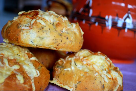 Pain au thym et from