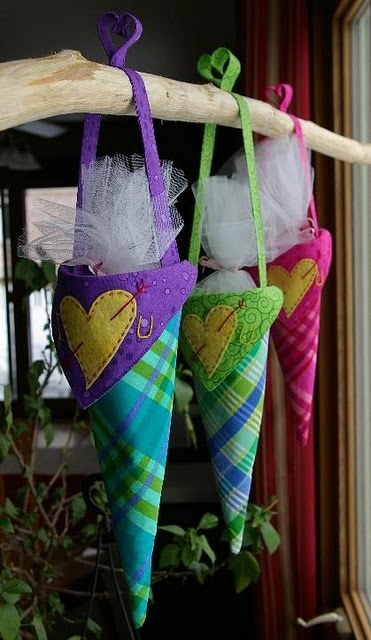 Hanging Valentine Basket Tutorial - These are a sweet way to deliver Valentine treats for your kids.