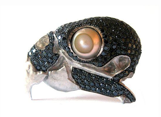 Florie Dupont  Broche, argent, diamants noirs