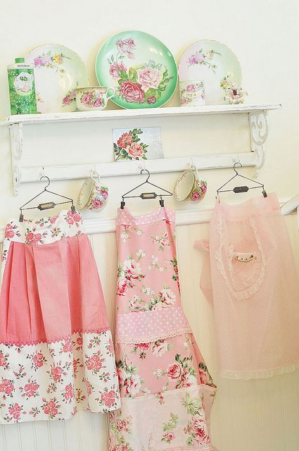 aprons and rose plates are just made for my cottage