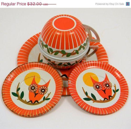1950's Ohio Art Owl Tin Tea Set