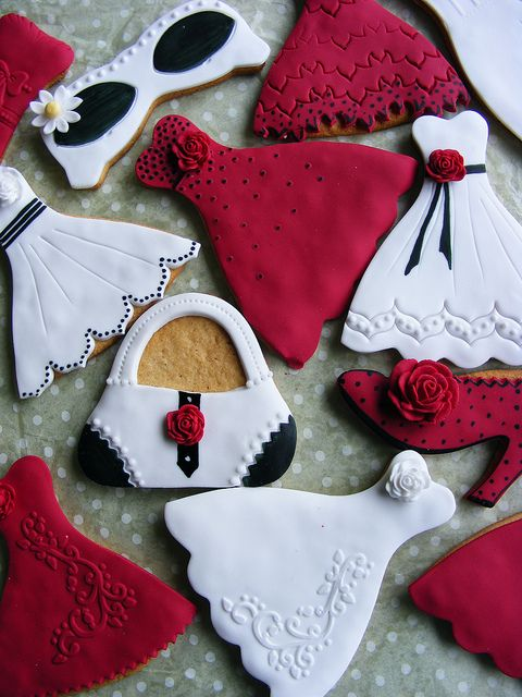 Fashion cookies by bubolinkata, via Flickr