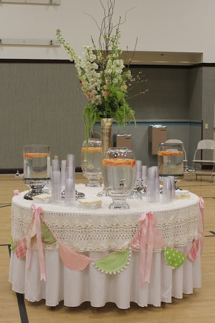 I like the doily garland around the table!