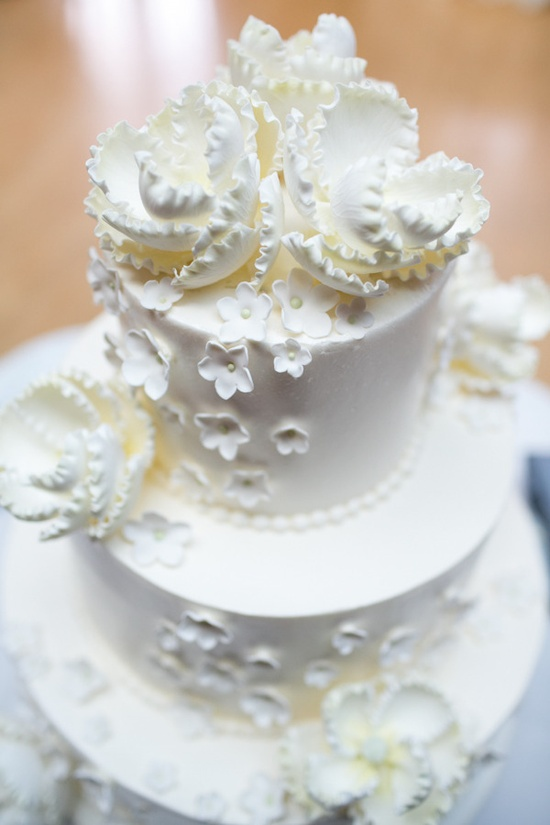 Pretty wedding cake / Photography by shanewelch.com / Cake by flourcakeandpastr...
