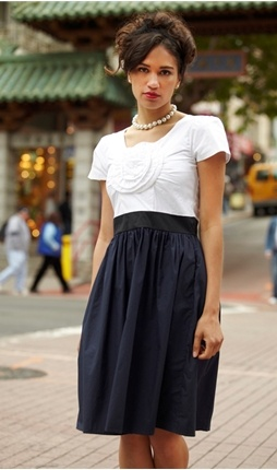 Navy and white is so classic.