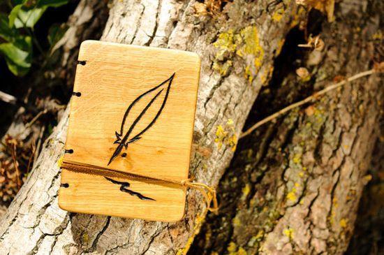 Custom handmade journal with carved oak wood by MWmemoriesofwood