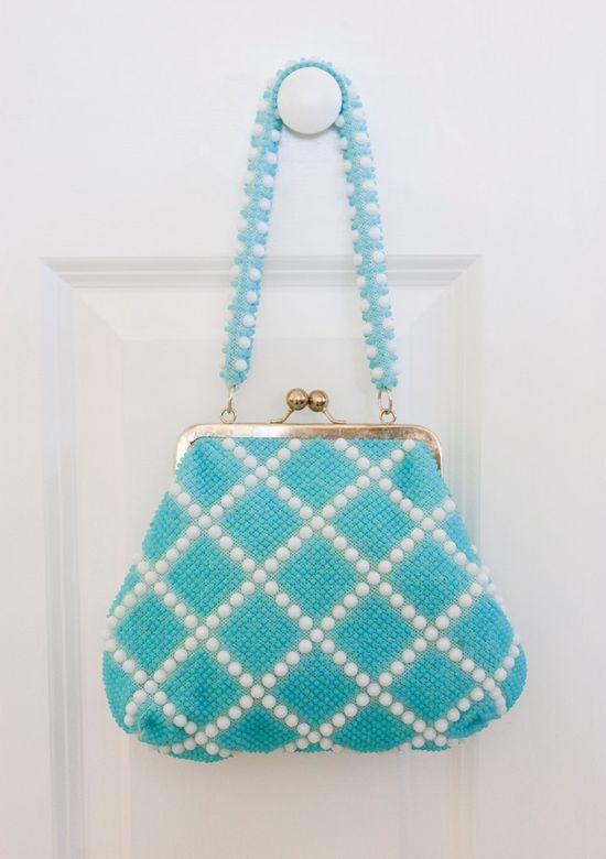 VINTAGE TURQUOISE and White Beaded Frame Handbag.