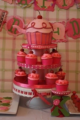 Pinkalicious. Cute cupcakes!