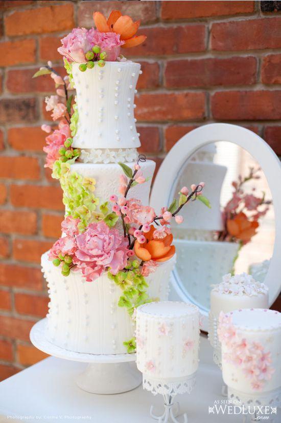 A gorgeous wedding cake!