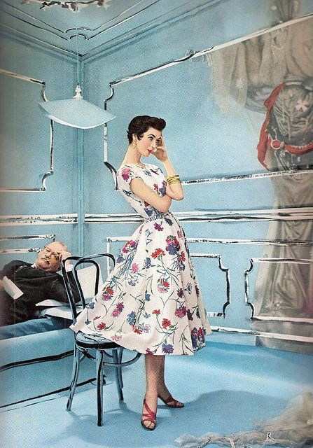 A thoroughly lovely warm weather floral print, modeled by Dovima, from 1953. #dress #vintage #fashion #1950s