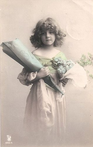 Edwardian mystery girl who posed in tons of Edwardian post cards