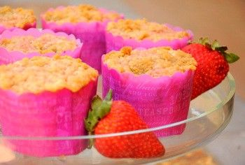 Strawberry coffee cake muffins from Baking Bites