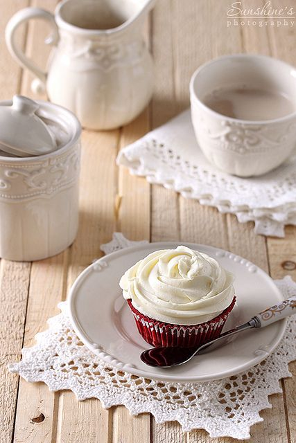 Red Velvet Cupcakes served up beautifully with cream hued crockery and napkins. #red #velvet #food #baking #dessert #cupcakes #cake