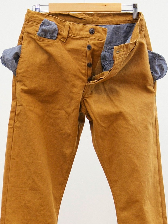 oh these caramel chinos look so comfy.