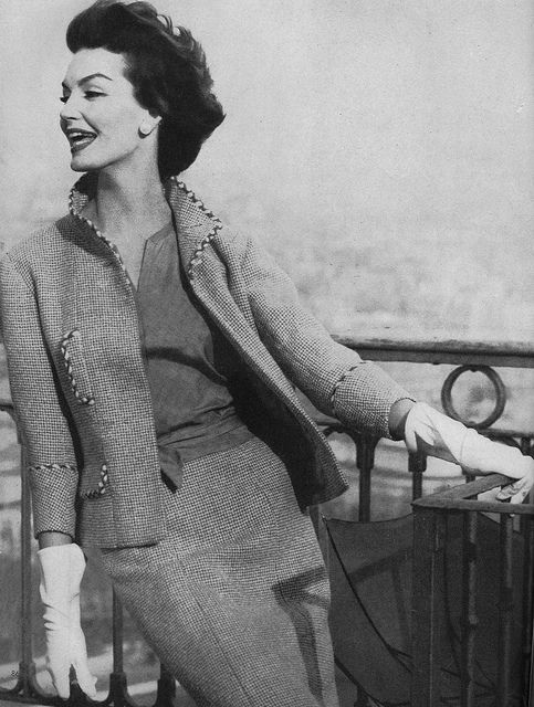 Such a lovely, understatedly pretty 1950s causal wear look. #vintage #fashion #1950s #suit