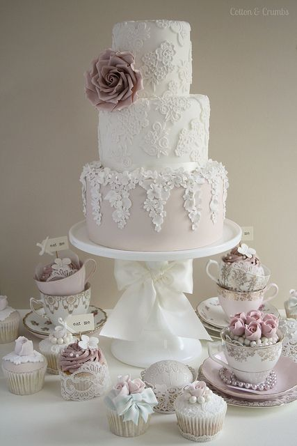 Vintage lace #wedding #cake