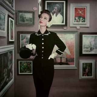 Chic gallery worthy daywear style from March of 1953. #vintage #fashion #1950s
