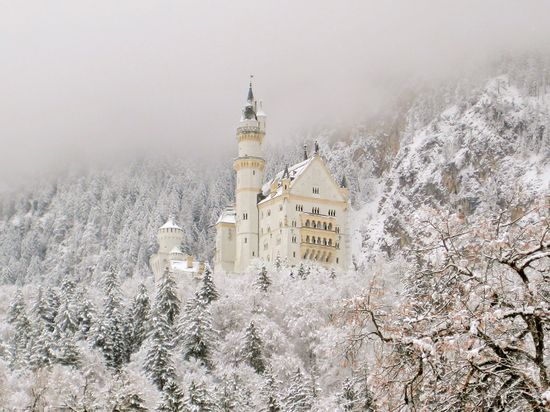 Another photo of Neuschwanstein Castle in Germany. It's SO beautiful!