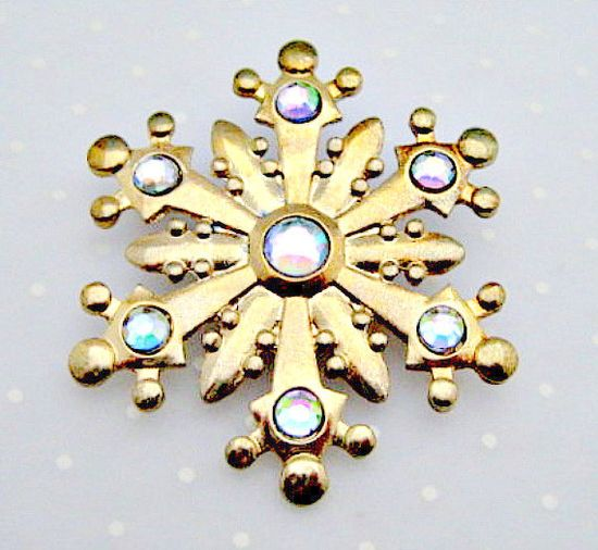 Snowflake Vintage Pin Brooch  Christmas Holiday by vintagejunque, $7.00