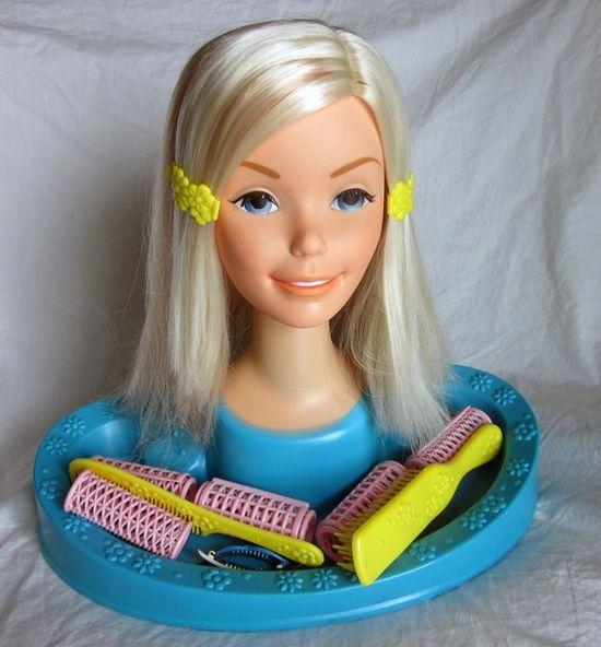 Vintage Barbie styling head from Mattel 1971