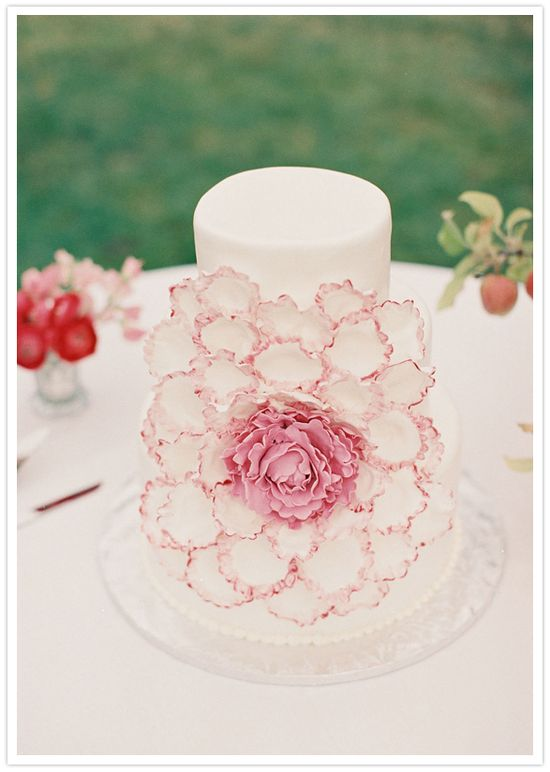 flower designed wedding cake