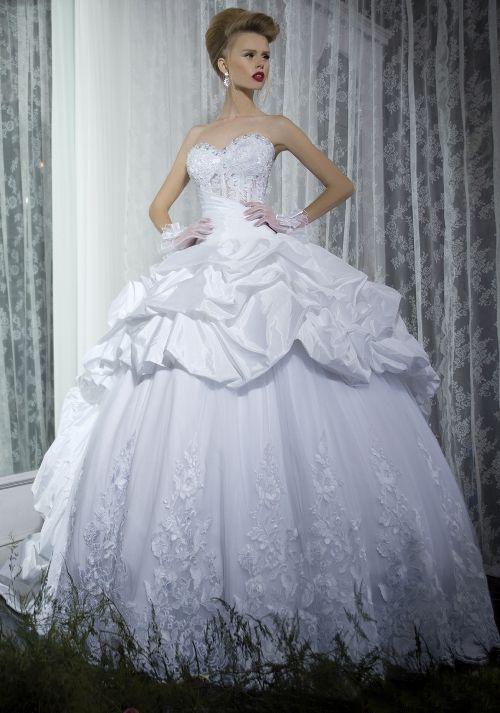 Gorgeous wedding gown!
