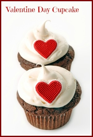 Delicious and romantic Valentine Day Cupcakes.