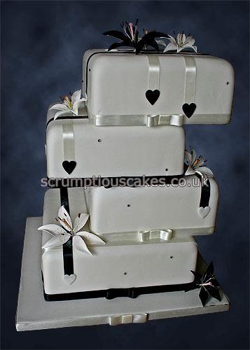 Black & White Balance wedding cake