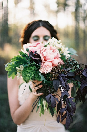Gorgeous woodland bouquet #wedding #bouquet #bridal #flowers #dark #rustic #green