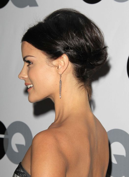 Tricks for helping short hair stay in an updo
