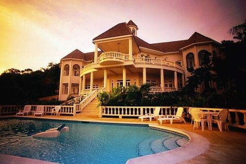 I also dream for big houses as well. A pool for my boys and a huge house so we can turn off the lights and play hide and seek at night. ecanus