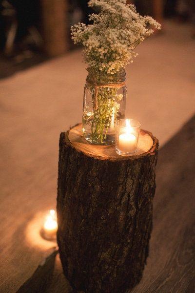 Rustic wedding decor using a stump and baby's breath in a mason jar #wedding #rustic