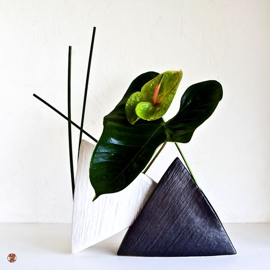 Japanese flower arrangement, by Baiko