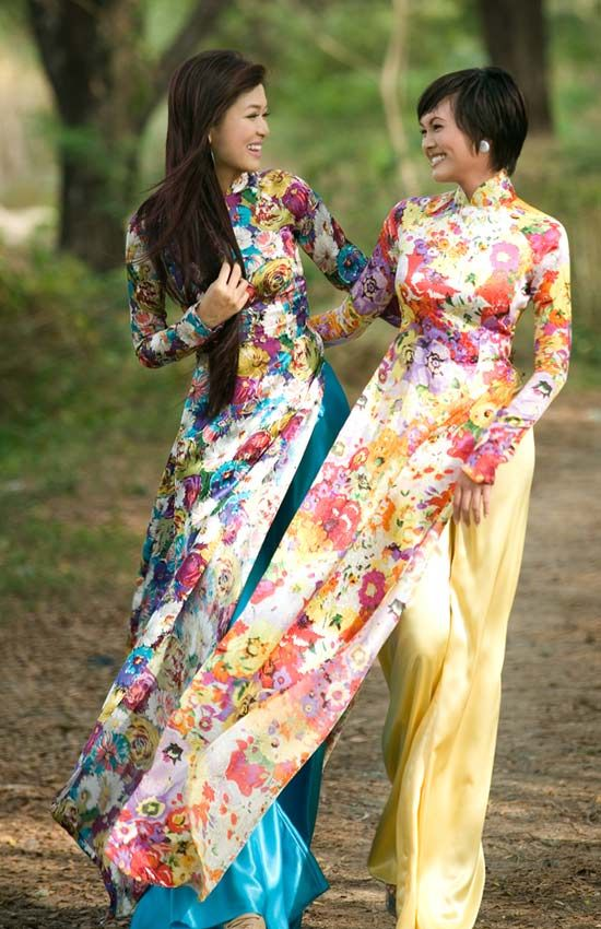 Vietnamese ao dai....pure and simply gorgeous!