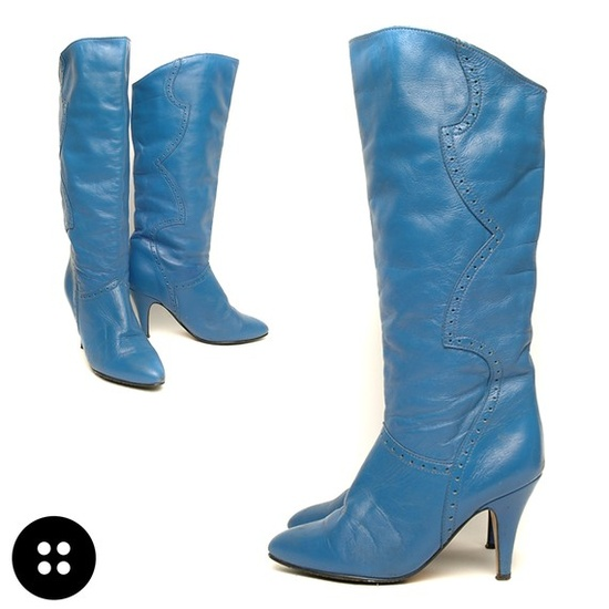 blue vintage boots... for oompa loompa sized feet :(