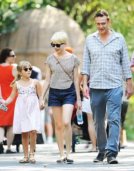 Jason Segel joined Michelle Williams and her daughter Matilda for a sunny day together at the Bronx Zoo on Aug. 31, 2012.
